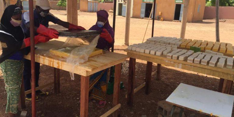 Le centre Faag Taaba produit des masques et des savons pour lutter contre le Covid 19